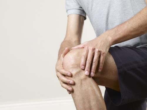 Боль в колене при приседании: болят колени после приседаний на корточки и вставании, боль при сгибании с внешней стороны